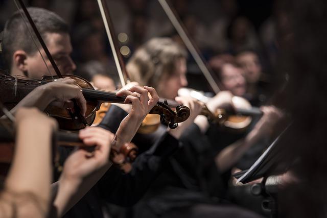 オーケストラのヴァイオリン