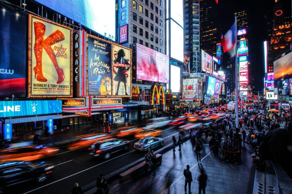 「おうちブロードウェイ」4ヶ月連続放送決定!シー・ラヴズ・ミーなど本場のミュージカルや舞台4作品をWOWOWで